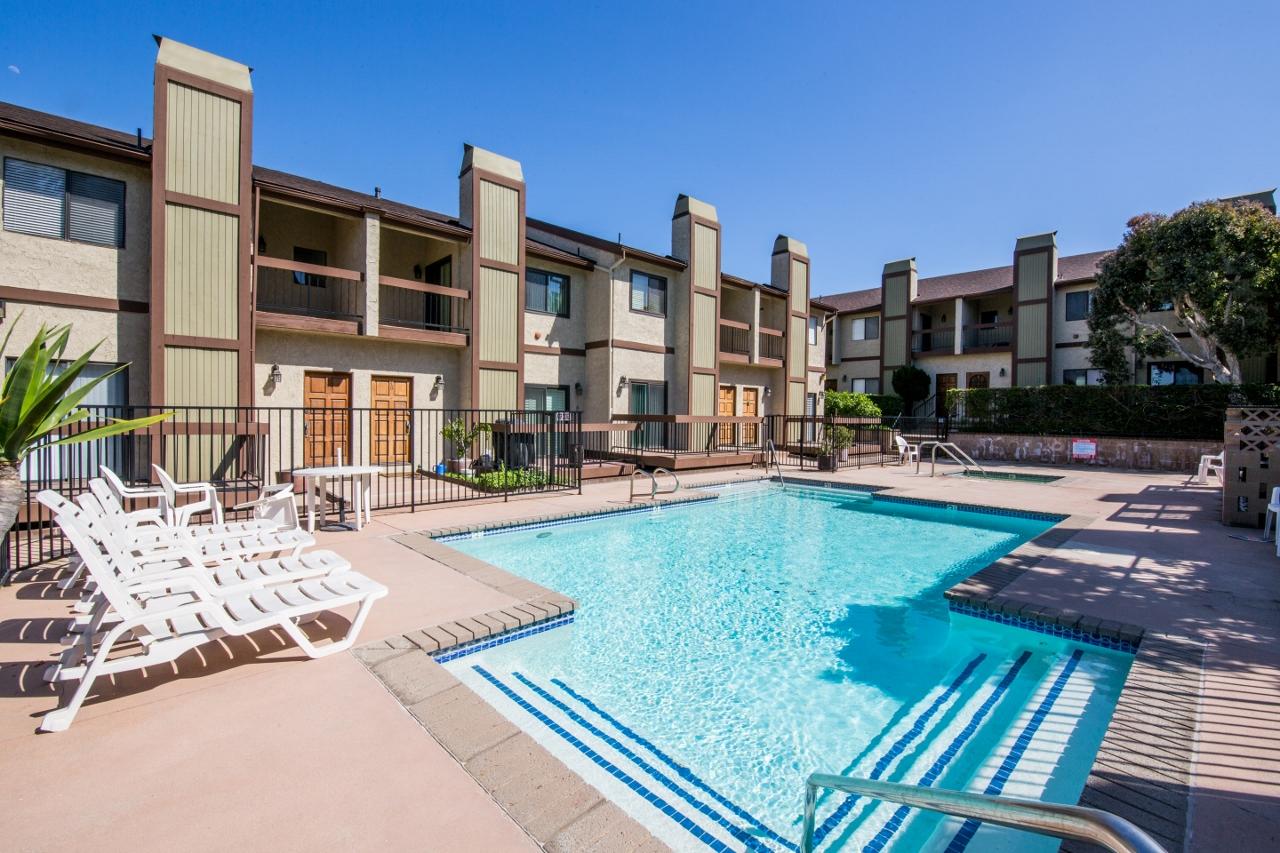 Updated Lomita Townhouse Unit 11 W Pool Spa Neetu